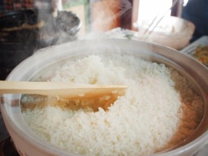 cooking-rice-in-a-donabe